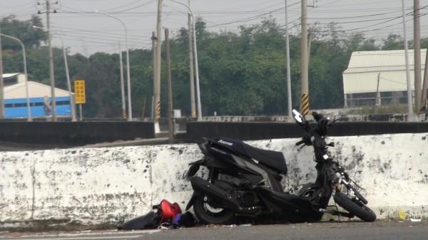 黃姓少年騎機車載女性友人,凌晨時與貨車相撞,傷重不治。(民眾提供)