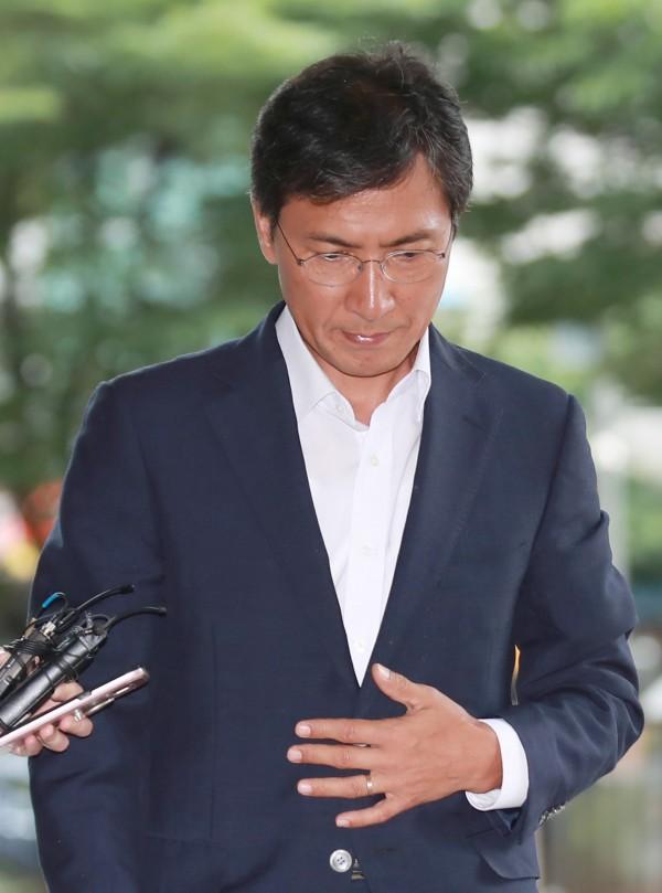 南韓前忠清南道知事、被視為總統接班人的安熙正,涉嫌性侵女秘書一審被判無罪,但首爾高等法院推翻一審判決,並判處安熙正3年6個月有期徒刑。(歐新社)