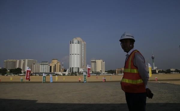 背負中國巨債的斯里蘭卡,正尋求向中國再借款10億美元(約新台幣300億元),用於建設一條高速公路。(美聯社)