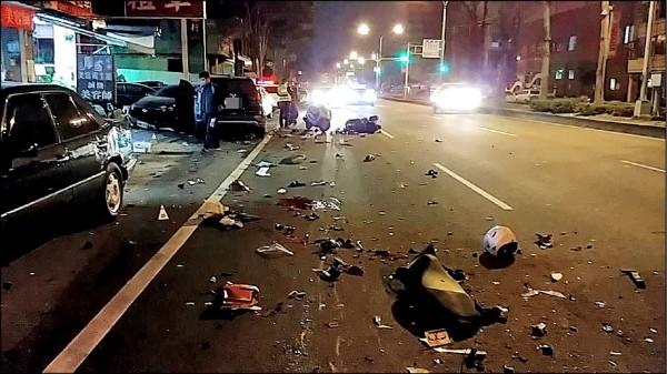 台中酒駕累犯陳瑞盈,酒駕還逆向,在大里國光路連撞8車,造成2名騎士慘死,現場滿地碎片,一片混亂。(資料照)