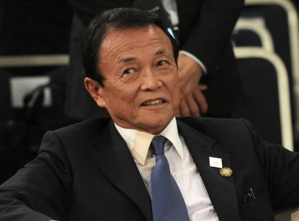 日本副首相、財務大臣麻生太郎,指責都是因為女性不懷孕才會造成少子化。(法新社)