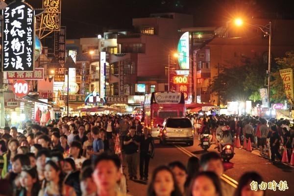 有屏東民眾表示,當地人不喜歡被問是否常去墾丁觀光。圖為墾丁大街。(資料照)