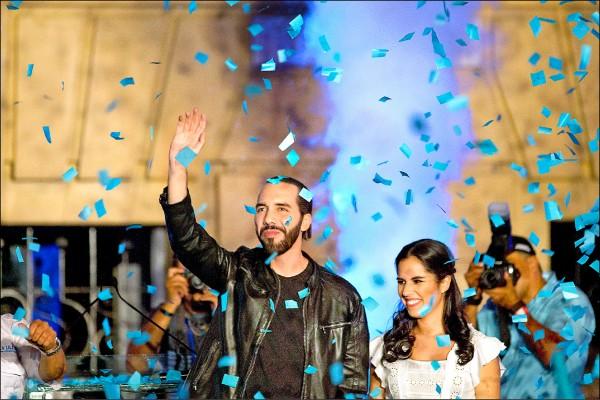 薩爾瓦多首都聖薩爾瓦多前市長布格磊,三日在總統選舉勝出後,偕同妻子在首都向選民致謝。(美聯社)