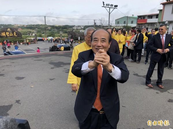 前立法院長王金平今天早上至淡水天元宮參拜並發放紅包。(記者陳心瑜攝)