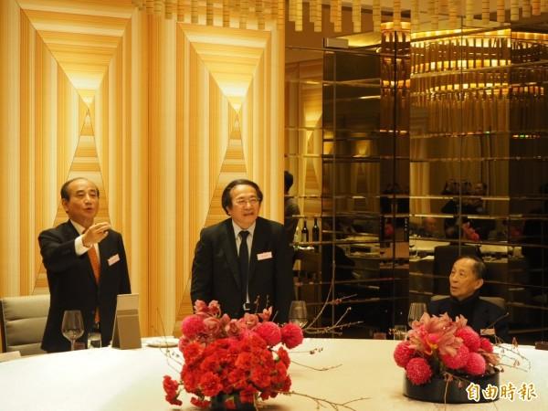 首位致詞的前立法院長王金平提及朱立倫要參選總統,被高育仁要求別談政治。(記者陳昀攝)