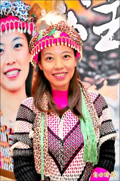 陳韻庭是舞鶴茶園的媳婦,種茶也種咖啡。(記者花孟璟攝)