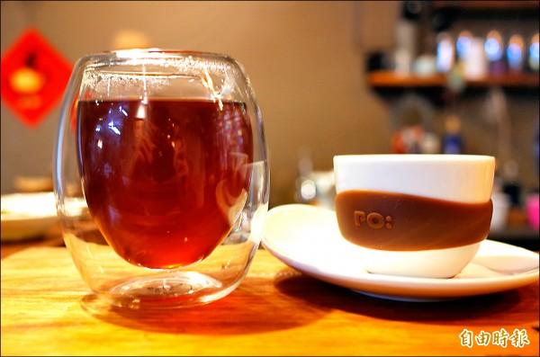 到舞鶴可以同時喝茶、品咖啡。(記者花孟璟攝)