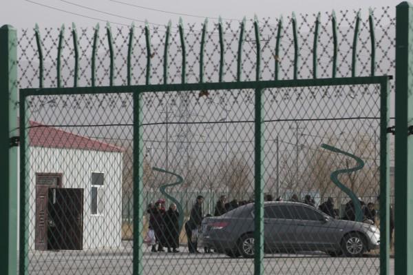 土耳其當局在昨天罕見抨擊中國「對維吾爾人有系統的同化政策」,指出在新疆針對少數民族興建「再教育營」,並肆意將數百萬的穆斯林強制關入進行洗腦的行為「已不再是秘密」。圖為新疆一處再教育營。(美聯社)