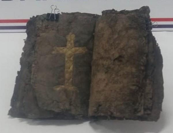 該本1200年前的聖經共有34頁,每頁均以皮革製成。(圖擷取自土耳其新聞網)