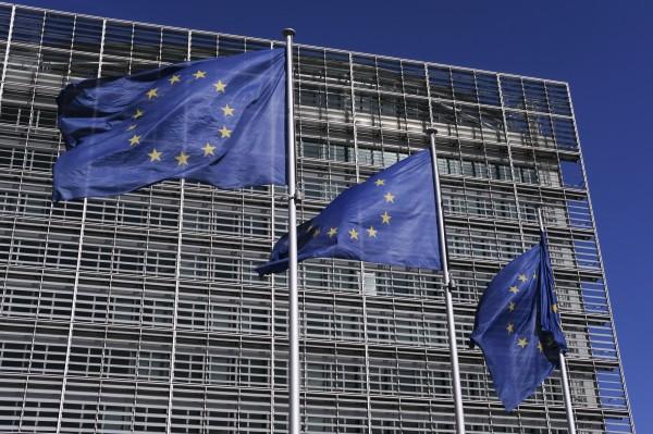 歐盟對外事務部(EEAS)日前發布警告,要求歐洲各國的外交官與駐布魯塞爾的軍人注意中俄間諜,以防遭到滲透;中國駐歐盟使團駁斥,強調「中方尊重各國主權,不干涉別國內政」。圖為歐盟執委會大樓。(歐新社)