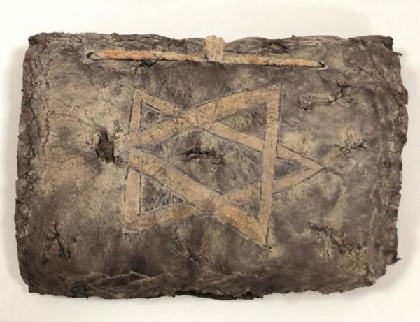 出自於公元8世紀的古老聖經,被走私犯企圖從土耳其轉賣到其他國家。(圖擷取自土耳其新聞網)
