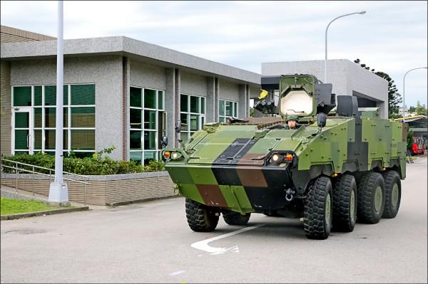 三軍裝備因作戰任務不同,塗裝也有差異,如雲豹甲車採用四色數位迷彩。(青年日報提供)