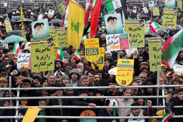 今日是伊朗伊斯蘭革命40週年,有數十萬伊朗人走上街頭慶祝伊朗脫離君主制,不過慶祝活動最後竟演變為反美大遊行。(歐新社)