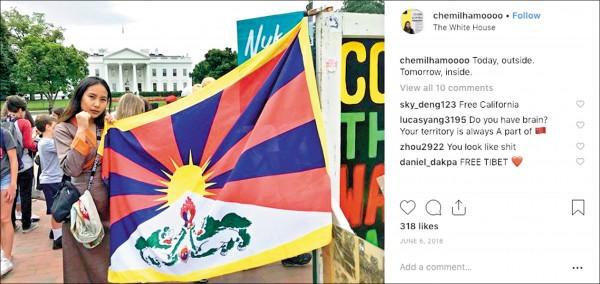加拿大多倫多大學士嘉堡分校(UTSC)學生會新任會長拉莫的照片分享網站「Instagram」,常見帶有西藏獨立意味而被中國禁止的「雪山獅子旗」蹤跡。(取自網路)