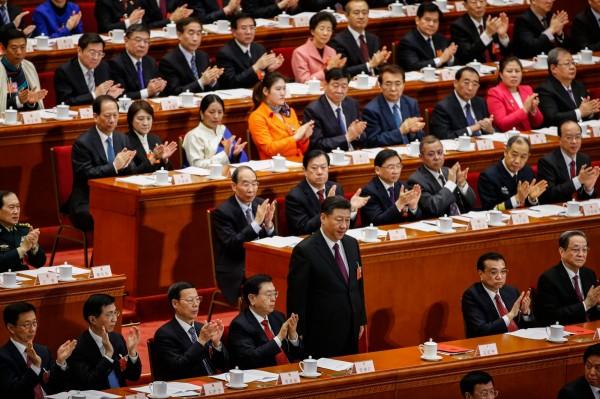 習近平(圖中站立者)在今年1月2日發表「習五條」後,中國各地涉台體系立刻在各地舉辦多場「學習座談」,這2年偶爾會出現的《國家統一法》立法的傳聞也在這次的座談會上出現。(歐新社)