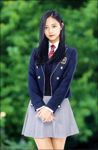 子瑜的畢業照被網友封為「最美畢業照」。(翻攝自OSEN)