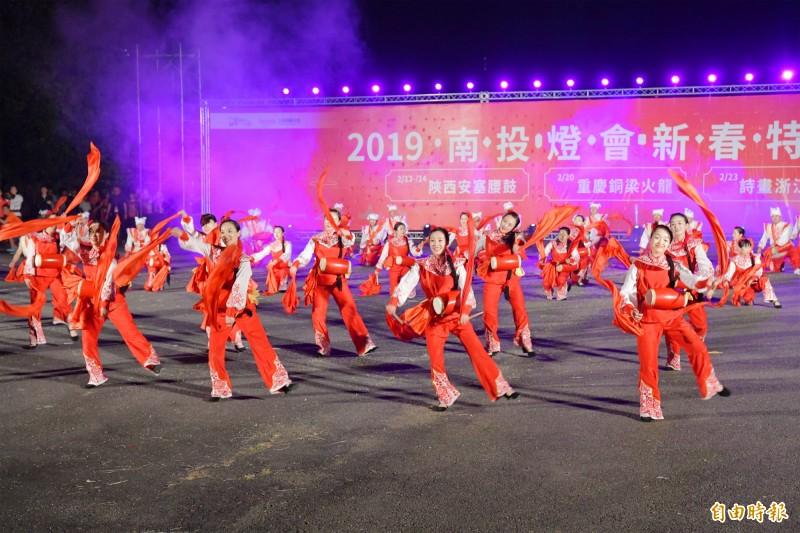 南投燈會埔里燈區表演節目,今晚由陝西安塞腰鼓打頭陣。(記者陳鳳麗攝)
