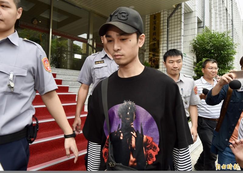 藝人「蛇姬」林采緹丈夫、饒舌男團「Under Lover」成員胡睿兒,去年6月被控在孕妻臨盆前去夜店把妹、撿屍性侵,台北地院今判刑2年。(資料照)
