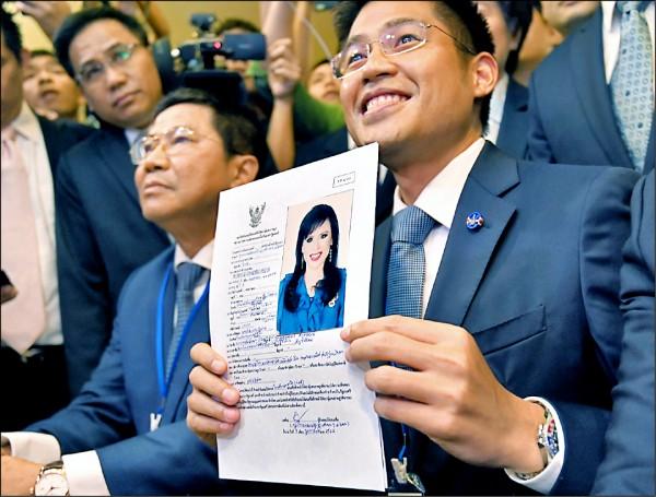 泰愛國黨黨魁布伊查普(Preechapol Pongpanich,右)八日向泰國選舉委員會登記烏汶叻公主為該黨的總理候選人。(歐新社檔案照)