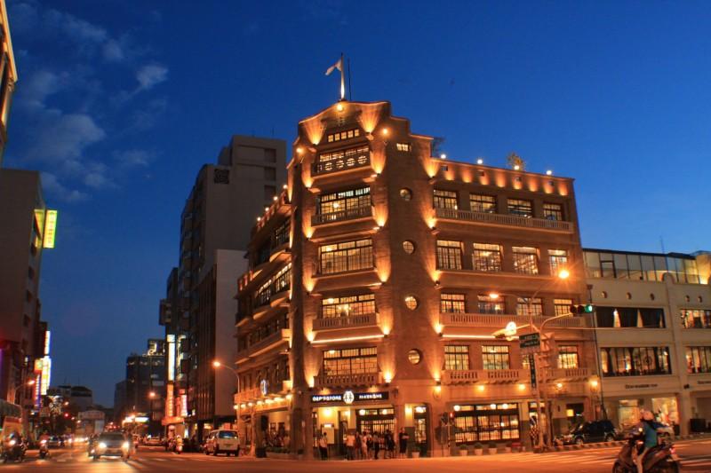 台南林百貨徵求新人求婚啟事,將選出1對於3月14日舉辦求婚活動。(林百貨提供)