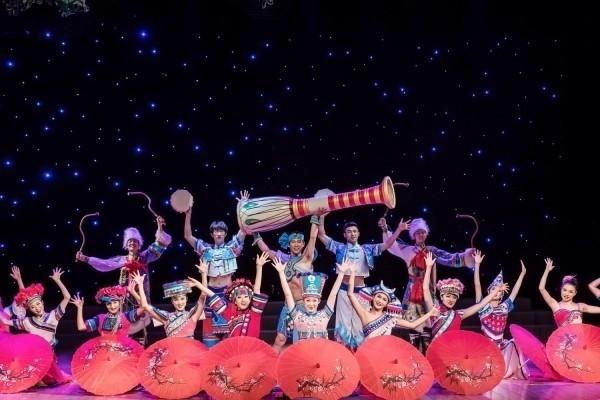 民眾不用出國即能欣賞到中國雲南少數民族絢麗多彩歌舞表演。(南投縣政府提供)