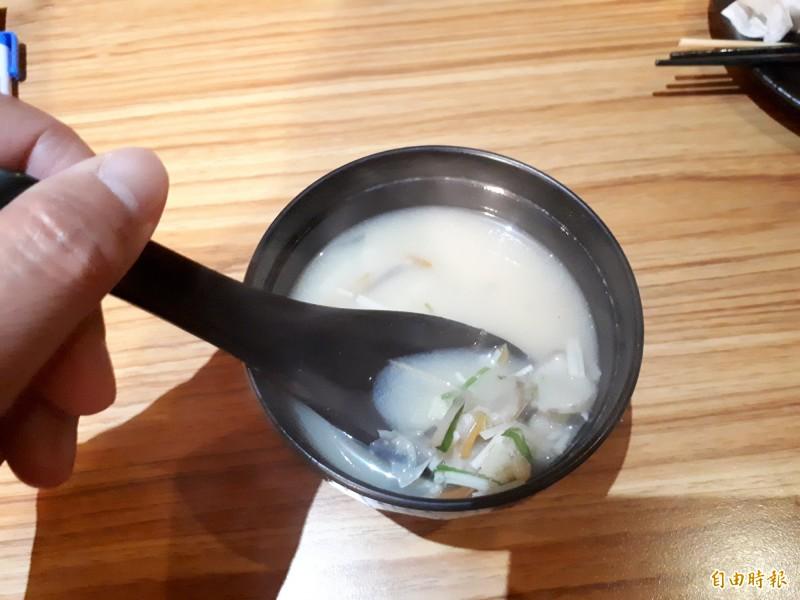 最後以時蔬魚片湯做結尾,讓舌尖上的美食都獲得滿足感。(記者洪美秀攝)