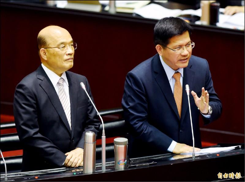 行政院長蘇貞昌(左起)、交通部長林佳龍15日赴立院備詢。(記者黃耀徵攝)