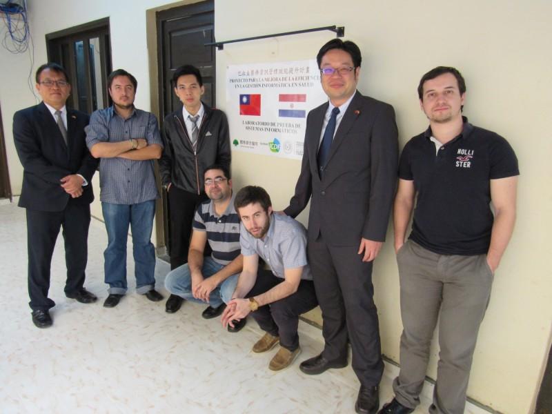 國合會與國泰醫院合作,在我南美洲友邦巴拉圭推動電子掛號系統建置,受到巴國政府熱烈歡迎。(國合會提供)