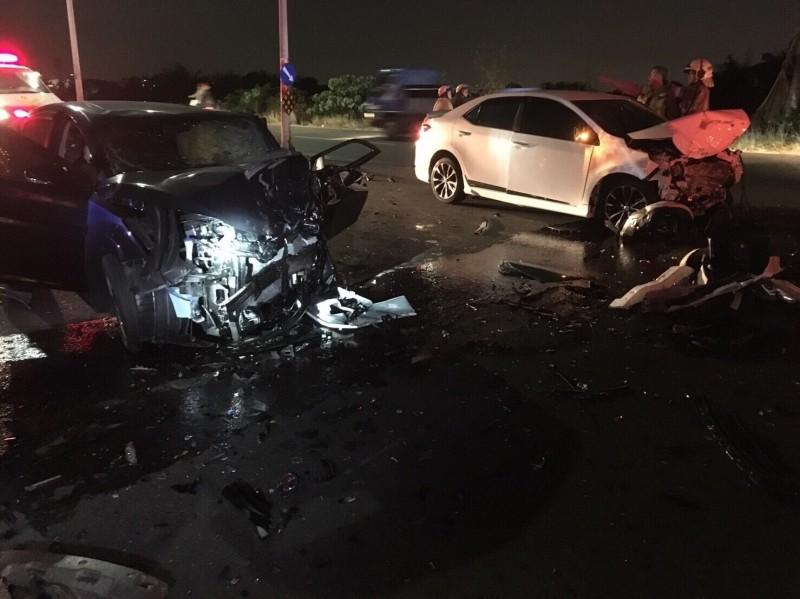台南新化傍晚發生連環車禍,1名1歲半男童不幸身亡。(記者萬于甄翻攝)