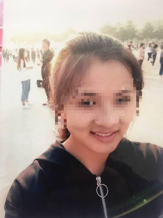 中國河南大一女生羅貝貝(見圖)去年暑假返鄉時,遭49歲的王姓嫌犯拐走、性侵。(圖擷取自《新浪新聞》)