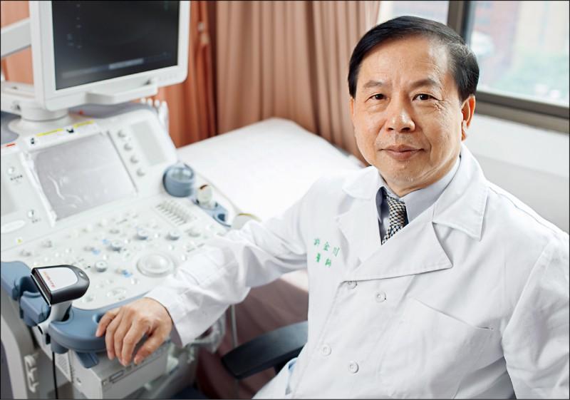 ▲許金川教授提醒,有B、C肝的人,每半年要做一次完整的肝臟檢查。(肝病防治學術基金會提供)