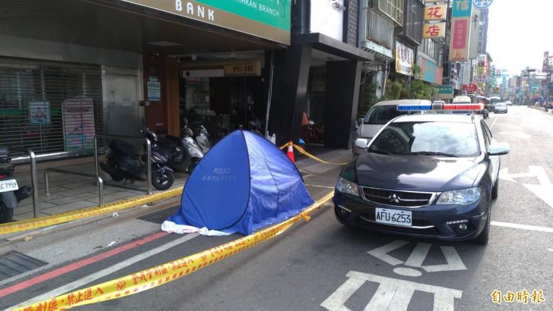 台南市北區成功路上的合作金庫前馬路發生女子墜樓身亡案。(記者王俊忠攝)
