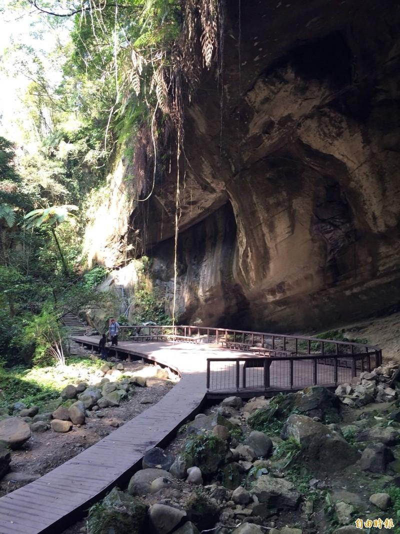 桃市府觀光旅遊局斥資1195萬元整修「蝙蝠洞」已經完工亮相。(記者李容萍攝)