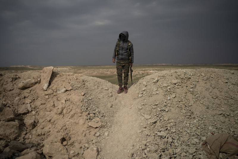 有美國軍方官員指出,過去6個月來有超過千名IS聖戰士成功逃出敘利亞,且攜帶約2億美金(約新台幣61.6億)的鉅款。(美聯社資料圖)