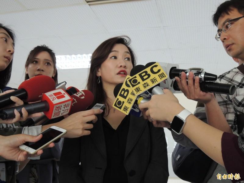 高雄市長韓國瑜今天行程臨時全取消,新聞局長王淺秋說明。(記者王榮祥攝)