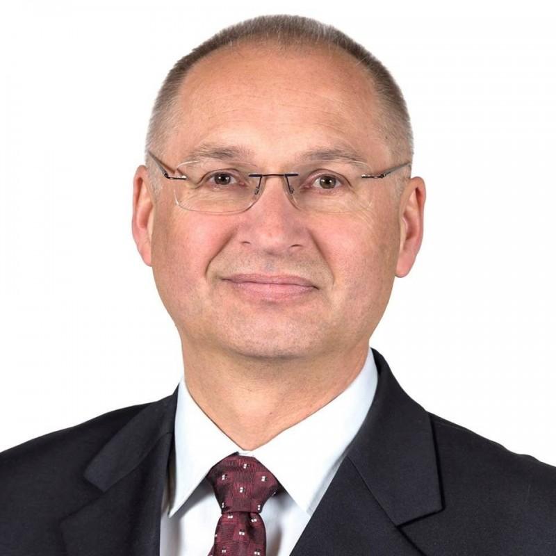 斯洛維尼亞國會議員克拉奇克(iDarij Krajcic),因為不滿店員把他當空氣,一怒之下就偷了三明治離開,事後還辯稱這是為了測試商店的安全性。(圖擷自Darij Krajcic臉書)