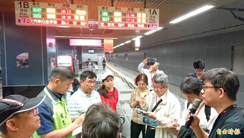 地方今於鳳山火車站會勘,爭取鐵路地下化延伸大寮。(記者陳文嬋攝)