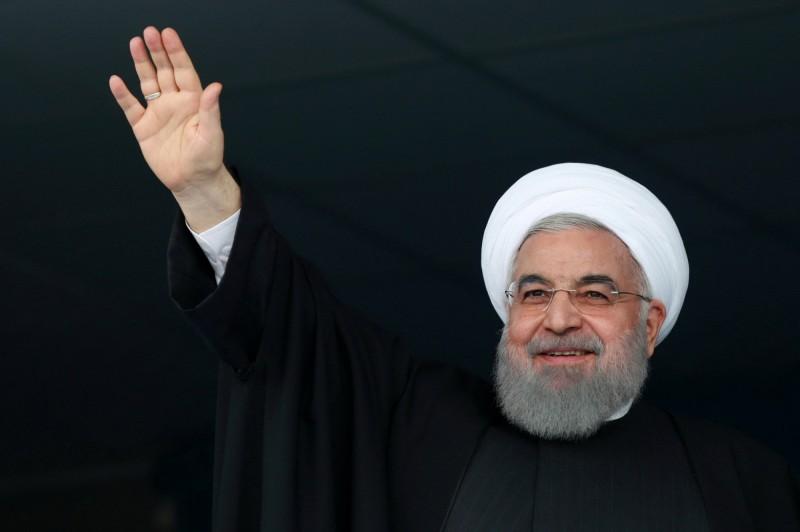 伊朗總統羅哈尼(Hassan Rouhani)今日抨擊美國對德黑蘭石油及銀行產業的制裁,堪比「恐怖攻擊」。(路透)