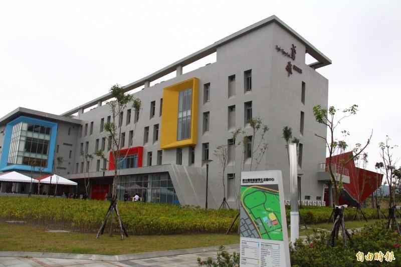 歷經十幾年順利完工的台北大學綜合體育館暨學生活動中心,在建校70週年時啟用。(記者邱書昱攝)