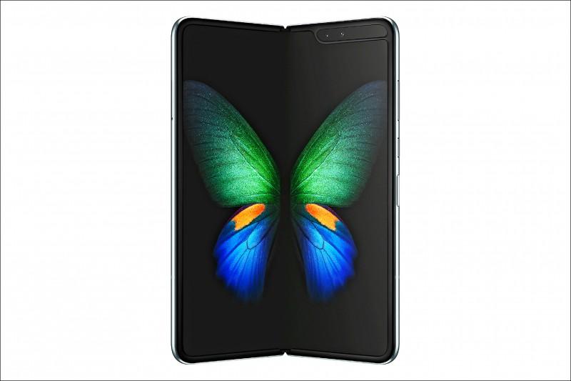 三星首款折疊手機Galaxy Fold整個營幕打開是7.3吋。(路透)