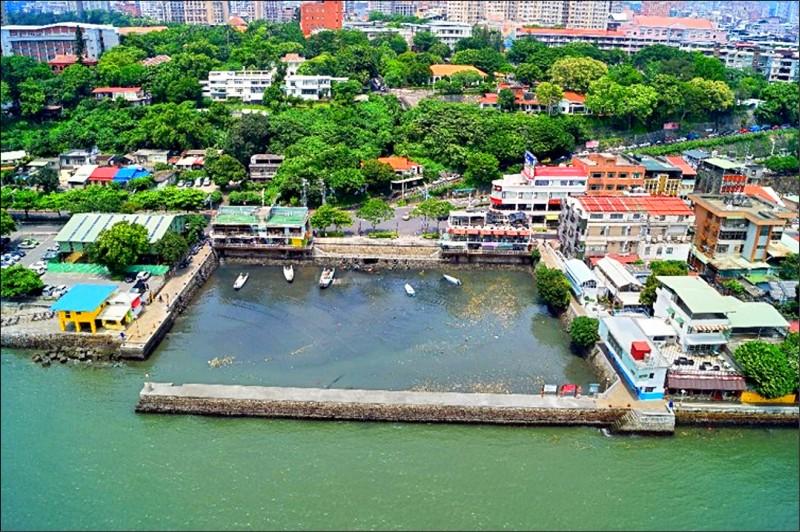 為改善漁民作業環境和遊客動線,淡水第一漁港的東、南和北堤將延伸四米。 (記者陳心瑜翻攝)