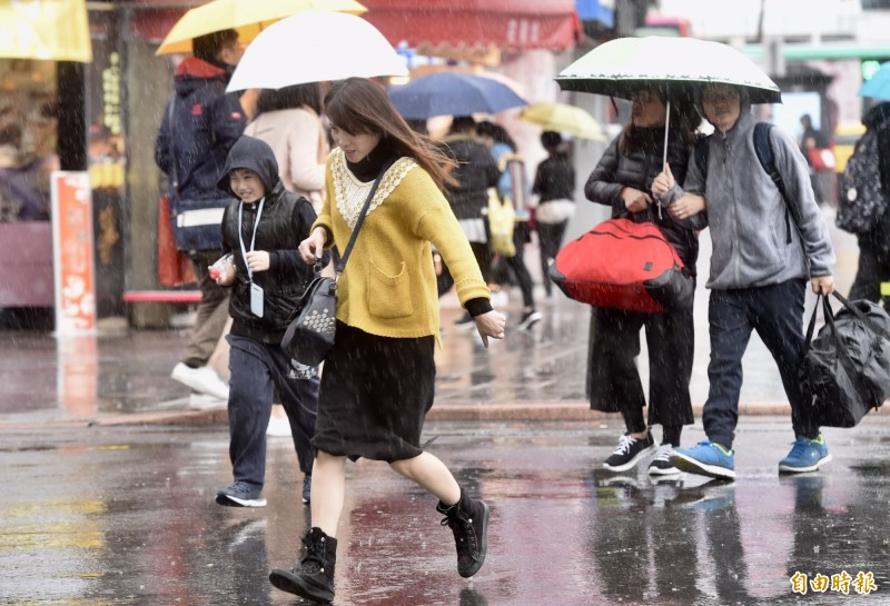 中央氣象局指出,今天(22日)北台灣受大陸冷氣團影響,又濕又冷。(資料照)
