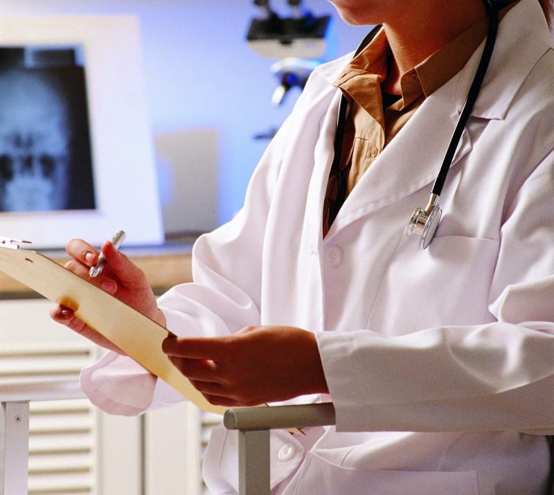 日本一名醫師遭控術後對女病患性侵,法院最終宣判無罪。(情境照)