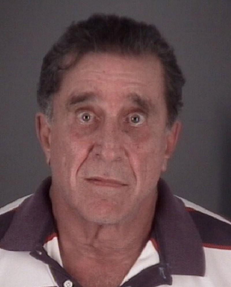 美國佛羅里達州里奇港(Port Richey)市長馬薩德(Dale Massad),在警察前來辦案時,竟直接對警方開槍。(路透)