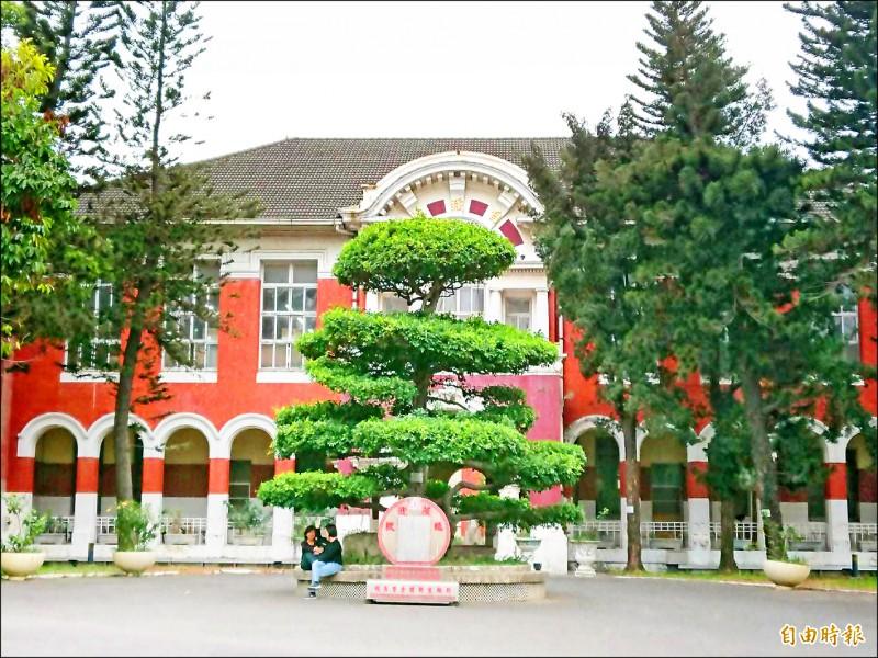 今年學測放榜,台南女中仍將公布學校整體表現,若有表現突出的個人,也是依慣例尊重學生個人意願才安排受訪。(記者洪瑞琴攝)