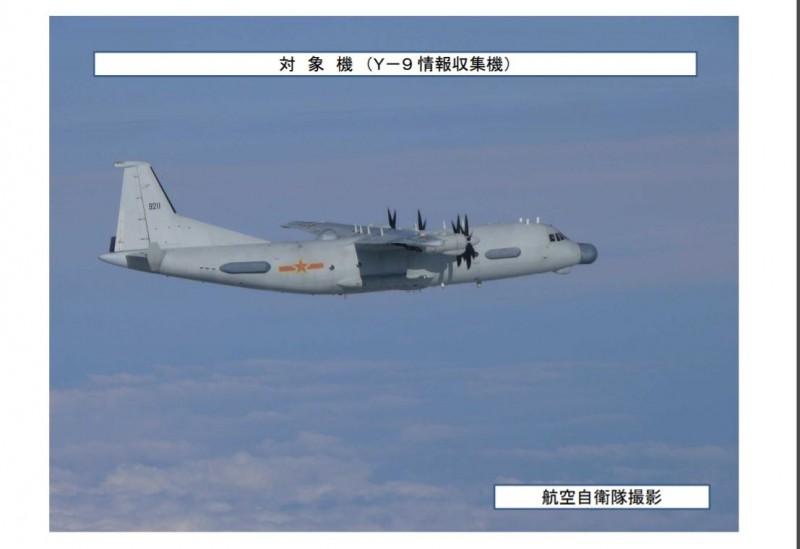 中國運-9情報偵察機昨天來回兩次空越日本對馬海峽,日緊急升空戰鬥機應對。(圖擷取自日本防衛省統合幕僚監部)