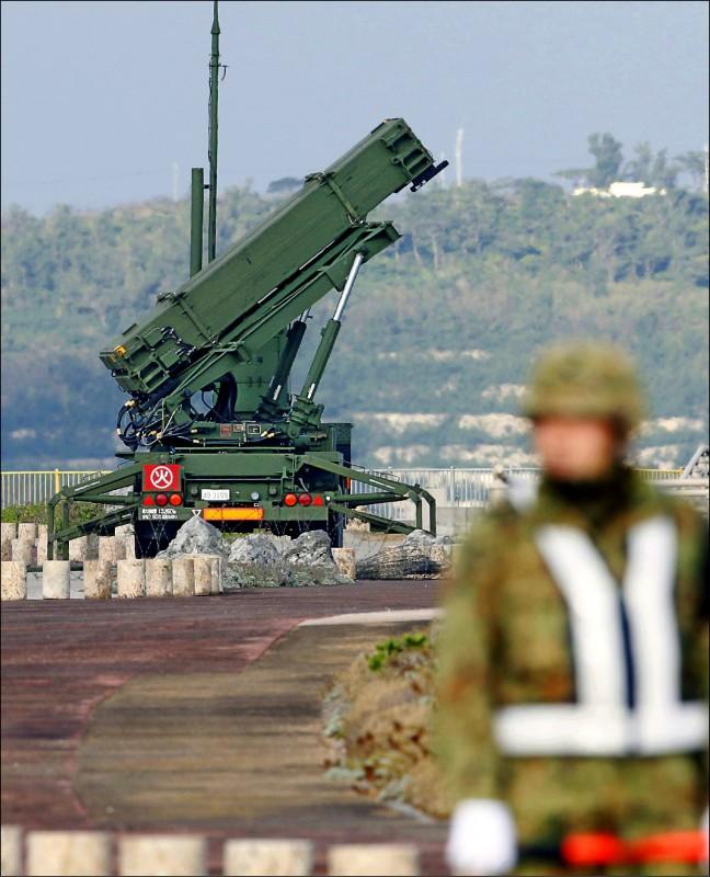 部署在沖繩縣宮古島的「愛國者3型(PAC-3)」地對空飛彈系統。 (路透檔案照)