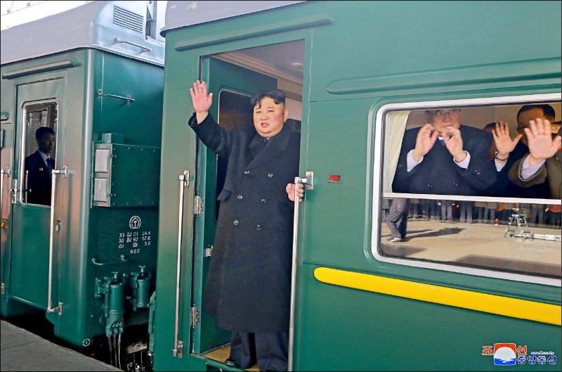 北韓領導人金正恩二十三日下午從平壤搭乘專用列車,啟程前往越南首都河內出席第二次美朝領袖峰會。 (歐新社)