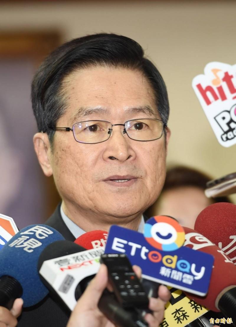 台北市長柯文哲日前質疑國軍在兩岸衝突時是否能撐2天,引發外界討論,對此,國防部長嚴德發(見圖)表示,說撐不過2天是不公平,「甚至可說是一種污衊」。(記者方賓照攝)