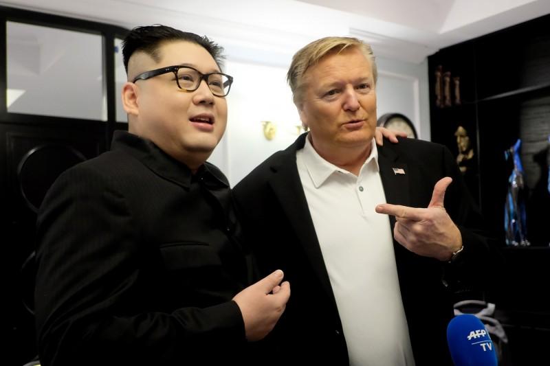 山寨金正恩,Howard X(左)被越南政府盯上,遭強制出境嘆:「北韓沒有幽默感!」(歐新社)